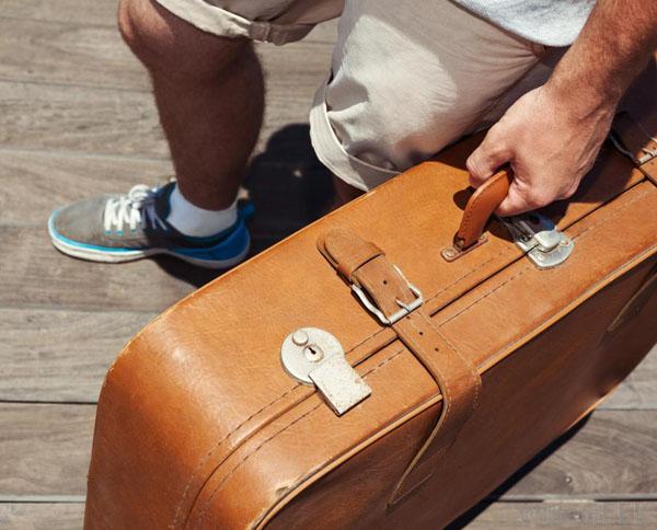 vali được làm từ full grain leather